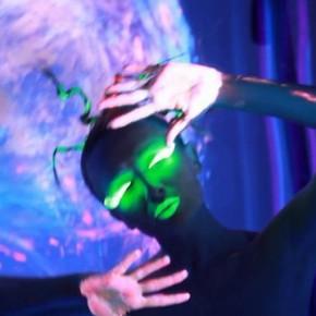 Backstage z sesji z makijażem UV ultrafiolet
