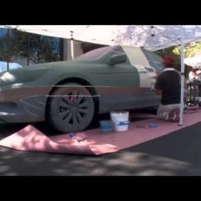 Artysta Liu Bolin usuwa samochody ze zdjęć bez użycia Photoshopa