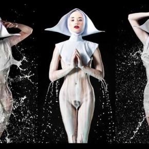 Mleko zamiast wody do zdjęć typu splash na modelkach